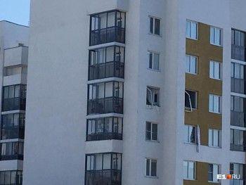 В Екатеринбурге произошёл взрыв в жилом доме, пострадали двое человек (ФОТО, ВИДЕО)