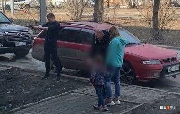 Полиция Екатеринбурга проверяет информацию омужчине, устроившем стрельбу врайоне вокзала (ВИДЕО)