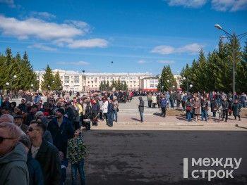 Проститься с Владиславом Тетюхиным в Верхней Салде пришли несколько тысяч человек (ФОТОРЕПОРТАЖ)