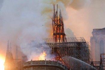 ВПариже загорелся собор Парижской Богоматери (ФОТО, ВИДЕО)
