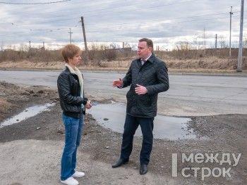 Владислав Пинаев прокатился по тагильским улицам вместе с журналистом АН «Между строк» и рассказал о реализации многомиллиардного проекта «Безопасные и качественные дороги»