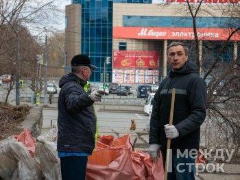 Депутаты Нижнего Тагила вышли на субботник с раздельным сбором мусора (ФОТО)