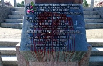 В Вене в канун Дня Победы вандалы облили краской памятник советским солдатам