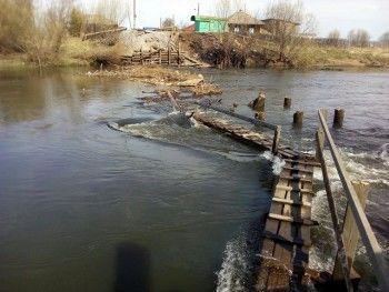 Жители села под Серовом остались в полной изоляции из-за обрушения моста