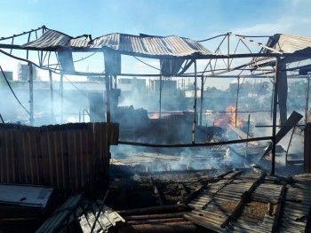 В Нижнем Тагиле три часа горел склад пиломатериалов
