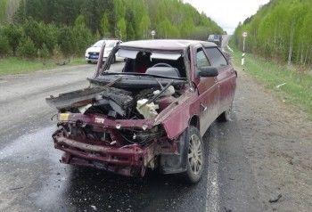 Под Нижним Тагилом в лобовом ДТП сошлись ВАЗ и Nissan