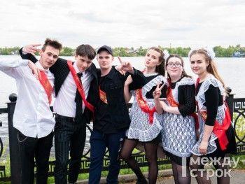 Выпускники школ Нижнего Тагила отметили последний звонок (ФОТО)