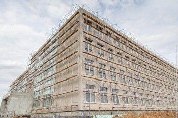Строительство школы №100 на Муринских прудах проконтролировал глава областного Госжилстройнадзора