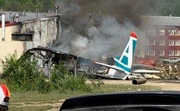 В Бурятии пассажирский самолёт выкатился за пределы полосы и загорелся (ВИДЕО)