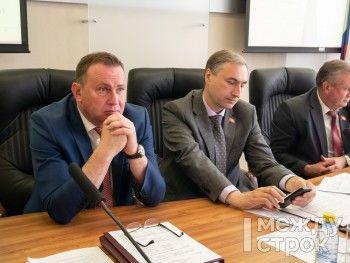 «Это твёрдая пятёрка». Мэр Нижнего Тагила Владислав Пинаев впервые отчитался перед депутатами о своей работе