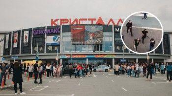 В Тюмени трое кавказцев открыли огонь в торговом центре и скрылись на иномарках