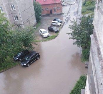 Только вплавь. Жители Нижнего Тагила жалуются на «моря» после сильного дождя