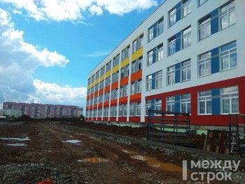 Замминистра строительства Свердловской области проверил готовность школы №100 в Нижнем Тагиле к сдаче в конце июля