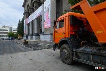 Территорию УрФУ экстренно благоустраивают накануне приезда Путина