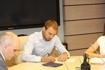 Антон Шипулин подал документы для регистрации навыборах вГосдуму