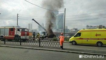 Настройке возле Макаровского моста в Екатеринбурге заживо сгорел оператор манипулятора