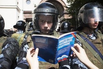 Более 359 человек задержали на митинге в центре Москвы (ФОТО, ВИДЕО)