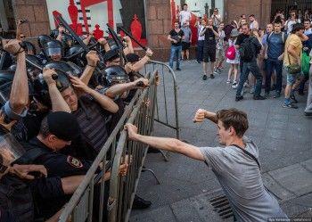 Больше 1000 человек задержали на митинге за допуск к выборам в Мосгордуму  (ФОТО, ВИДЕО)