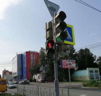 Новый режим работы светофоров на пересечении улиц Карла Маркса и Красноармейской вызвал непонимание участников дорожного движения