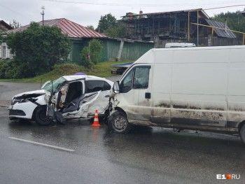Один из пострадавших в массовой аварии на окраине Екатеринбурга скончался (ВИДЕО)