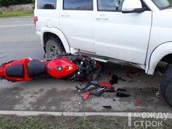 В Нижнем Тагиле женщина на мотоцикле попала под колёса внедорожника (ФОТО)