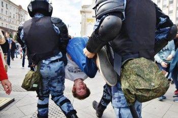 На акции в Москве задержано почти 700 человек (ФОТО, ВИДЕО)