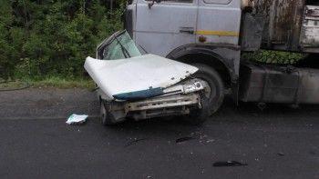 Под Нижним Тагилом водитель «десятки» погиб после столкновения с лесовозом