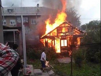 В Нижнем Тагиле произошёл пожар в частном секторе на Вагонке (ФОТО, ВИДЕО)