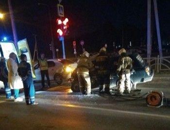 ВЕкатеринбурге автомобиль ЧОП протаранил припаркованные машины, есть пострадавшие