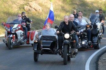 ГИБДД попросили привлечь Владимира Путина к административной ответственности за езду на мотоцикле без шлема