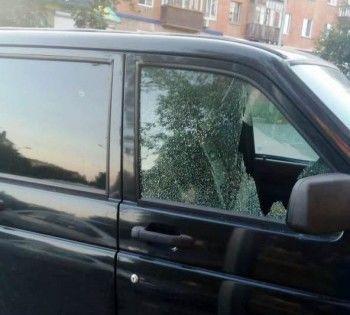 В Нижнем Тагиле неизвестные из пневматической винтовки расстреляли автомобиль, в котором находилась женщина