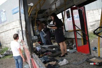 В Перми пассажирский автобус врезался в бетонную стену, один человек погиб (ФОТО, ВИДЕО)