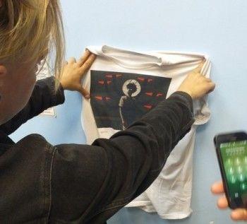 В Новосибирске православные активисты заставили прохожего раздеться из-за «оскорбительной» футболки