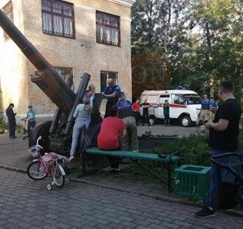 В Среднеуральске сотрудники МЧС спасли ребёнка, застрявшего в противотанковой пушке