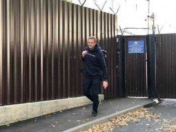 Алексей Навальный вышел насвободу после 30 суток ареста
