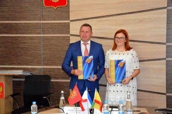 Владислав Пинаев подписал соглашение о сотрудничестве между Нижним Тагилом и Евпаторией