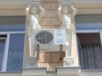 Правительство предложило запретить вешать кондиционеры и спутниковые антенны на фасады исторических зданий