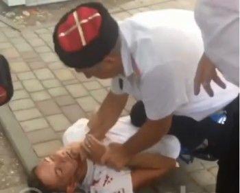 ВГеленджике казаки избили мужчину, который хотел сними сфотографироваться (ВИДЕО)