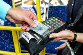 В Нижнем Тагиле проезд в трамвае теперь можно оплатить банковской картой и сотовым телефоном
