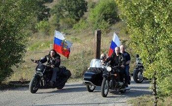 ГИБДД отказалась штрафовать Владимира Путина заезду намотоцикле без шлема вКрыму