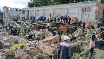 В Новосибирске возросло число погибших при обрушении стены здания