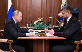 Владимир Путин высказался за повышение зарплат федеральным чиновникам в регионах