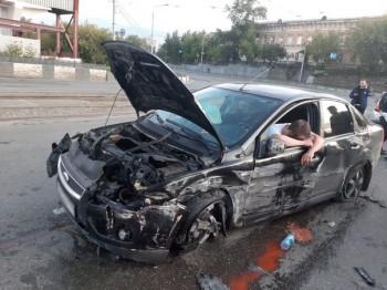В Нижнем Тагиле пьяный водитель врезался в ограждение, уходя от полицейской погони (ФОТО)