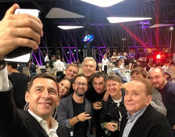 В Екатеринбурге выступили звёздные команды КВН разных лет
