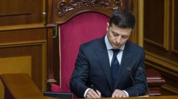 Зеленский подписал закон об отмене депутатской неприкосновенности