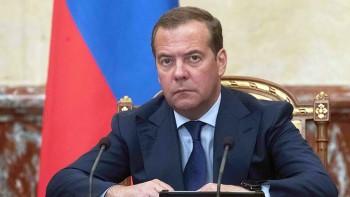 Медведев распорядился отменить действие более 20 тысяч актов СССР, включая декрет о восьмичасовом рабочем дне