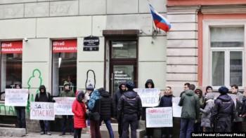 Полиция устроила масштабные обыски усотрудников 22 региональных штабов Навального