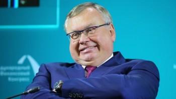 Глава ВТБ предложил освободить от налогов бедных россиян