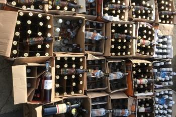 В Нижнем Тагиле ФСБ с полицией и ОМОНом изъяли 11 тонн контрафактного алкоголя (ВИДЕО)