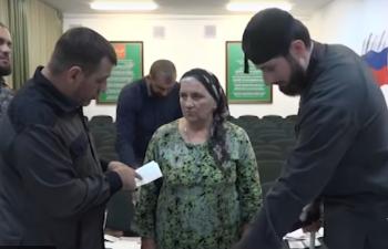В Чечне поймали колдунью и заставили покаяться на камеру (ВИДЕО)